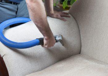 Como conservar a limpeza do sofá por mais tempo